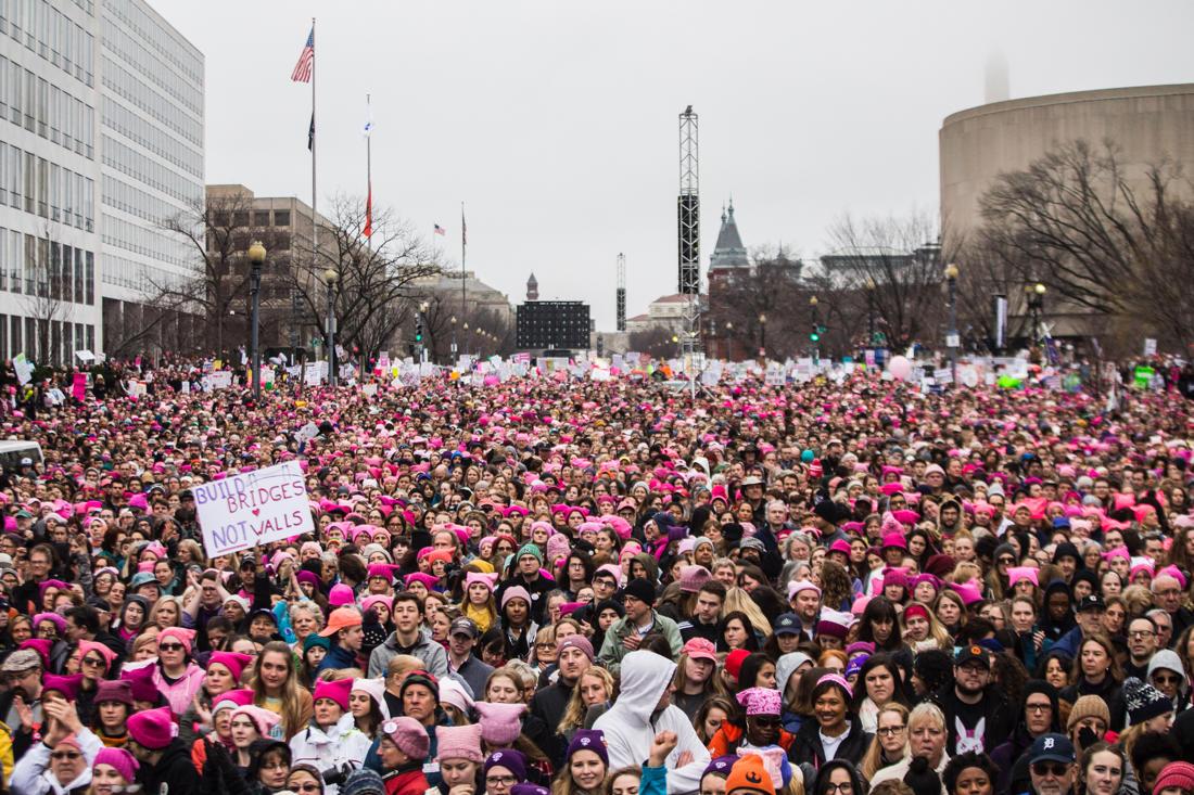 Сотни тыс.  людей вышли наакции против Трампа