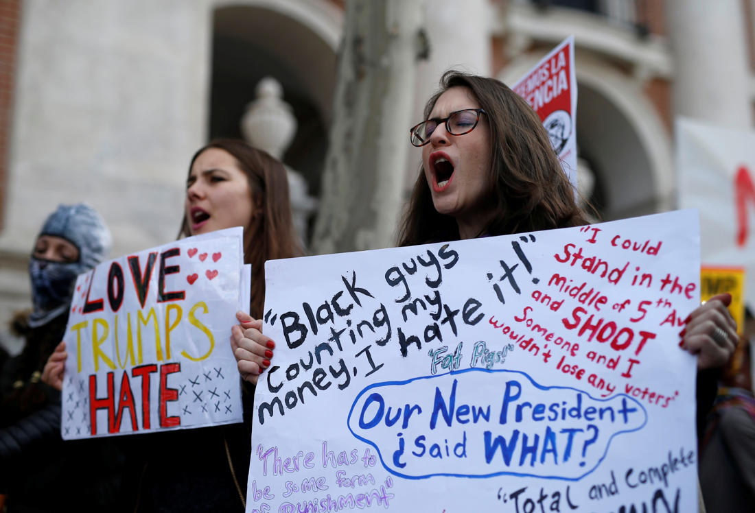 Английские активисты порекомендовали Трампу строить мосты, ноне стены