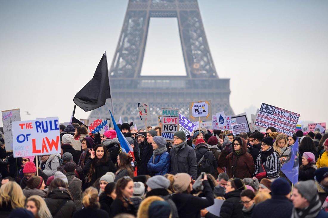 Противники Трампа провели акцию наТауэрском мосту встолице Англии