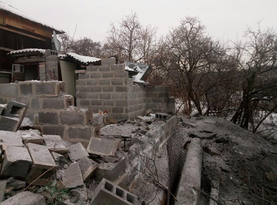 Из-за обстрелов Авдеевка осталась без света, ранены двое граждан