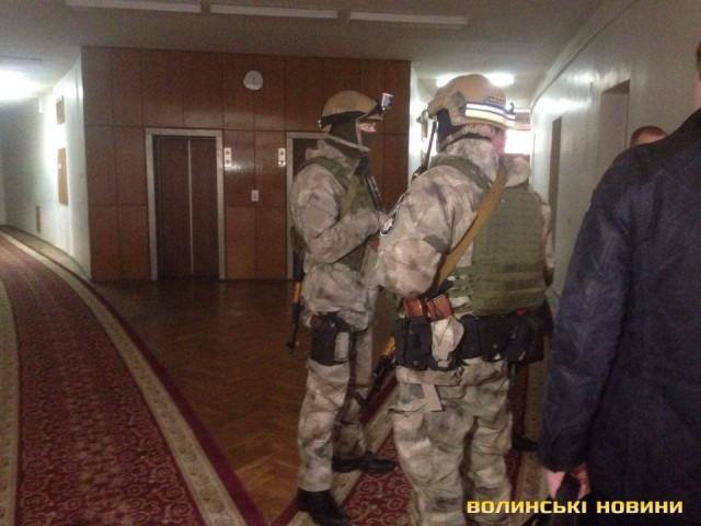 Палица: ВВолынский облсовет собысками пришли десятки вооруженных служащих Генпрокуратуры