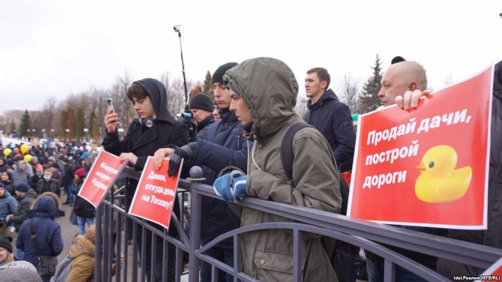 Соратник Навального после удара поголове от милиции, госпитализирован