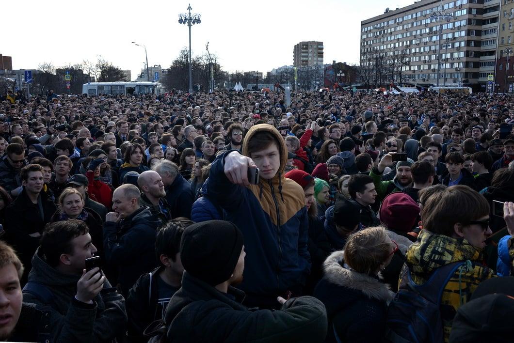 Соратник Навального попал в поликлинику  после задержания намитинге
