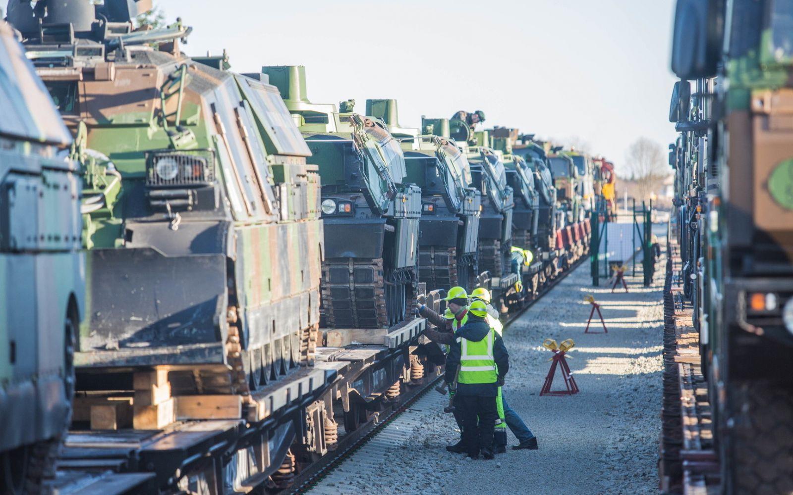 ВЭстонию прибыла новая партия военной техники НАТО