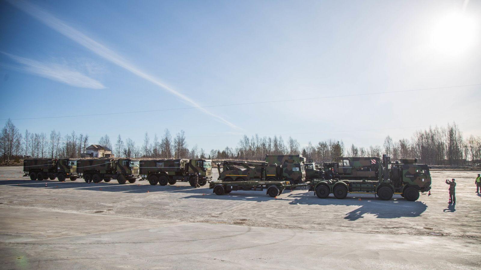 Размещены кадры прибытия вЭстонию эшелона сбоевой техникой НАТО