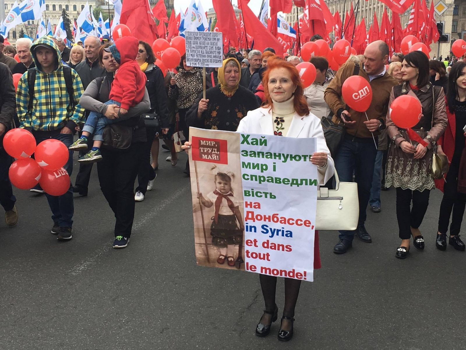 Вцентре столицы Украины проходит митинг коДню трудящихся