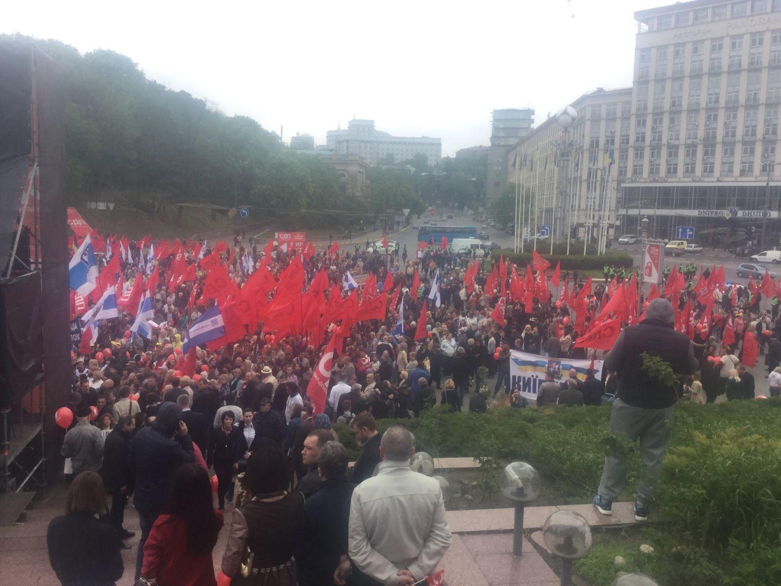 ВКиеве наКрещатике готовится первомайский марш