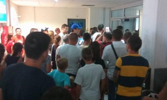 Ваэропорту Крита всвязи снеисправностью самолета застряли 200 украинских туристов