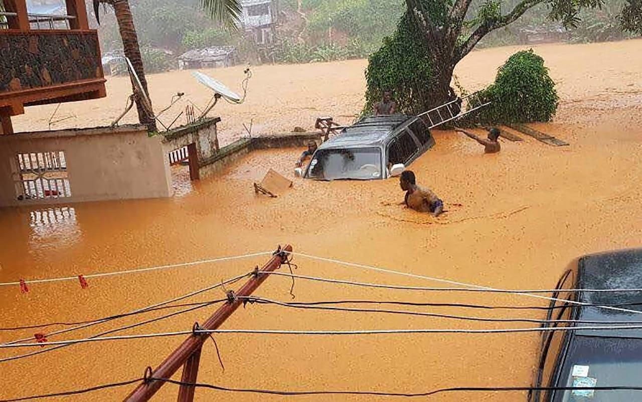 Неменее 200 человек вСьерра-Леоне погибли из-за оползня