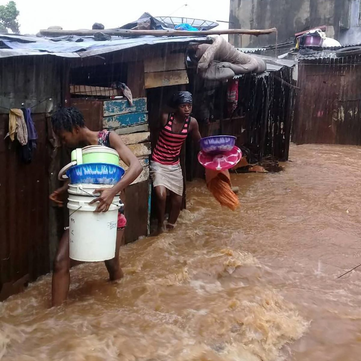 Несколько сотен человек погибли при сходе оползня вСьерра-Леоне