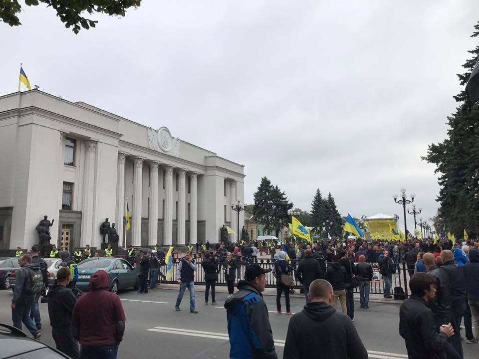 Протест собственников авто наиностранных номерах: участники объявили обессрочной акции