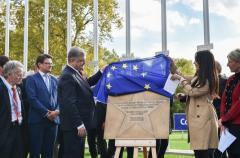 Порошенко открыл звезду героям Небесной сотни в Страсбурге (ВИДЕО)