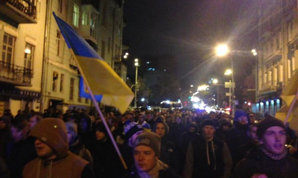 ВКиеве маршировали вподдержку удерживаемых вЛуганске футбольных фанатов