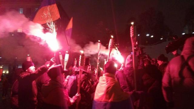 «Аваков— собачка - повесим нагилляку!»— вКиеве протестующие подрались сполицией