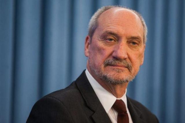 Министр обороны Польши: авиакатастрофа под Смоленском неслучайна