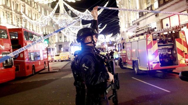 В Англии взорвался автомобиль рядом срождественской ярмаркой