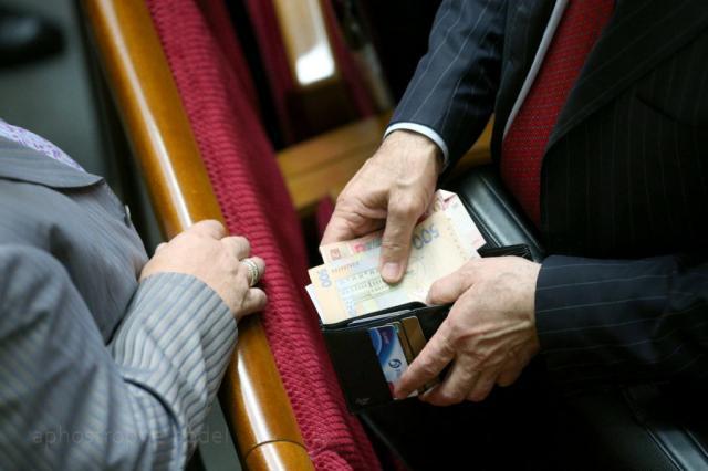 Народные депутаты Украины подняли себе заработной платы