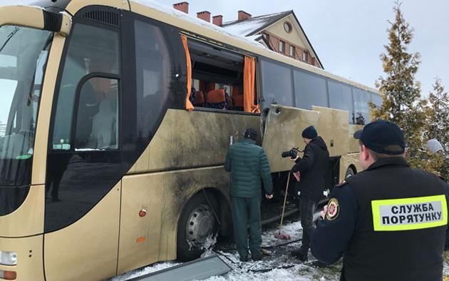 Польский автобус под Львовом обстреляли изгранатомета