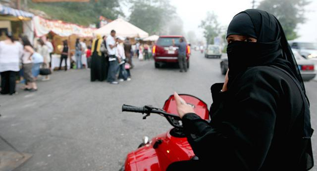 ВСаудовской Аравии женщинам разрешили сесть заруль фургонов
