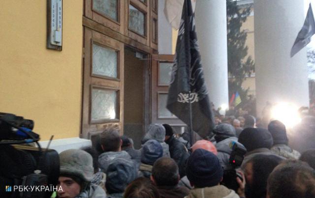 Сторонники Саакашвили пробуют захватить сооружение, где проходит детский утренник