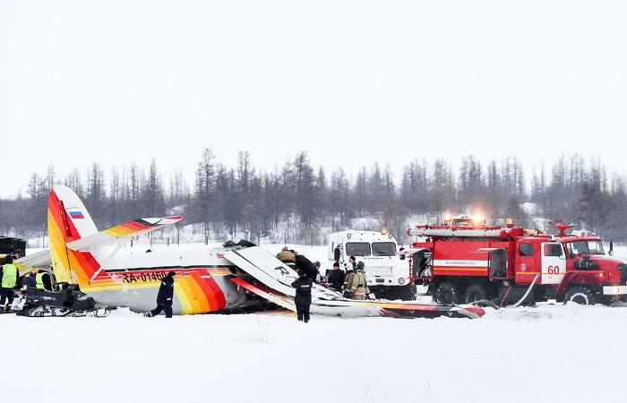 В РФ разбился пассажирский самолет: четверо погибших и13 раненых