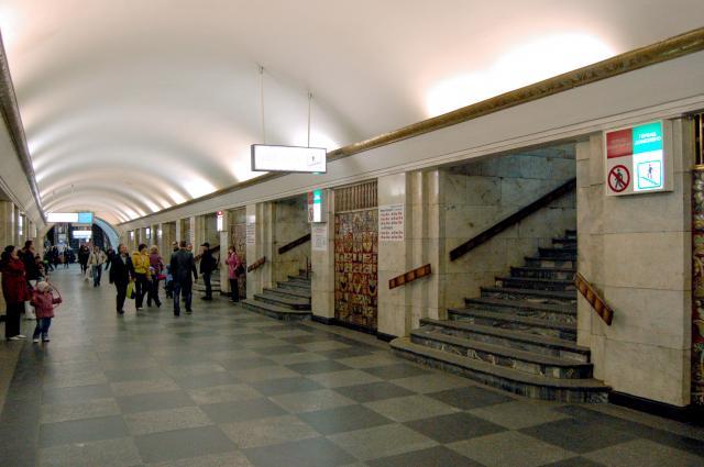 Вкиевском метро четверо неизвестных избили двоих молодых людей