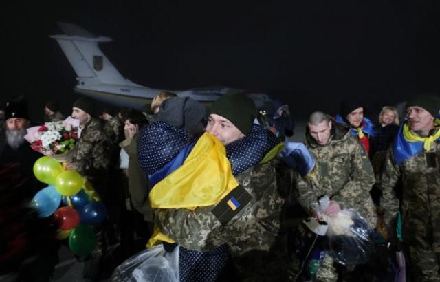 ВКиеве доставлены вбольницу 24 освобожденных иззаложников военных