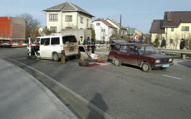 Микроавтобус влетел впоезд: наЛьвовщине случилась ужасающая авария