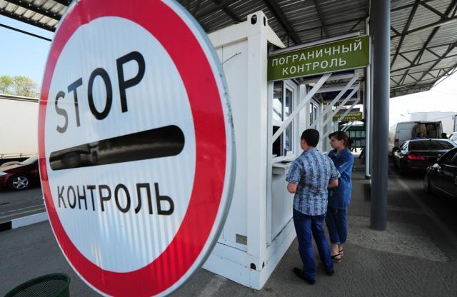 Впраздники пассажиропоток награнице Украины сКрымом сравнялся слетним