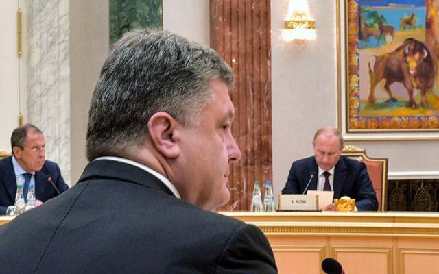 Пєсков заявив, щоПутін підтримує контакти зПорошенком